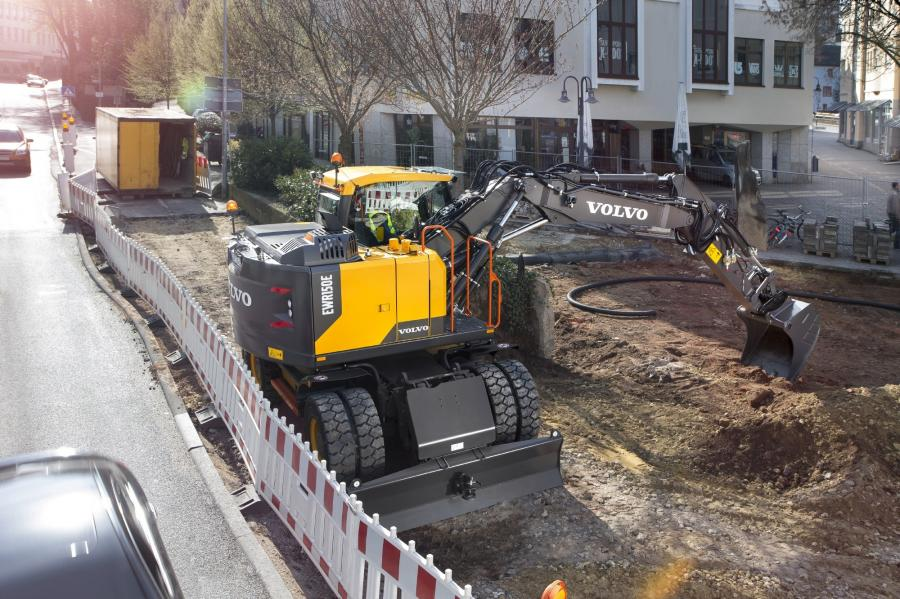 The new EWR150E, EWR170E and EW220E wheeled excavators give contractors the mobility and production they need for urban and congested job sites.
