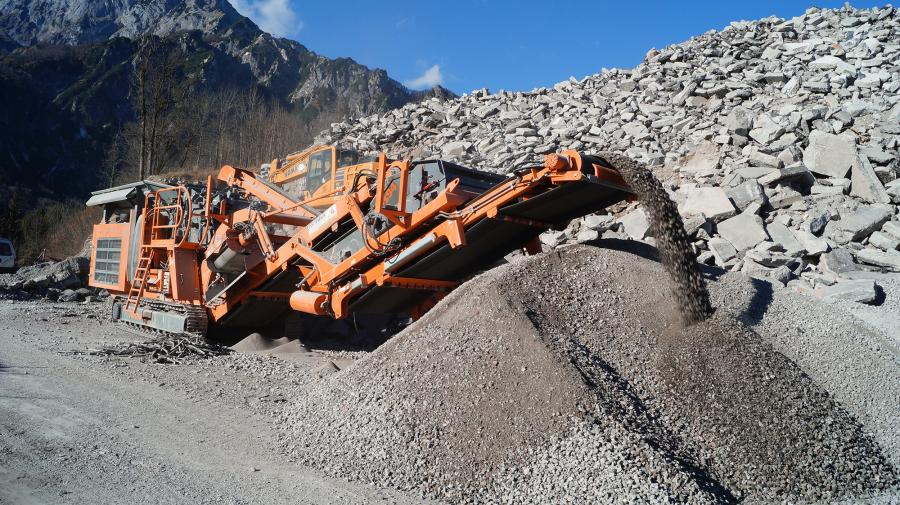 A Rockster impact crusher R1100D recycles 100,000 tons of highway concrete, which is reused for stabilization and fillings in road construction.