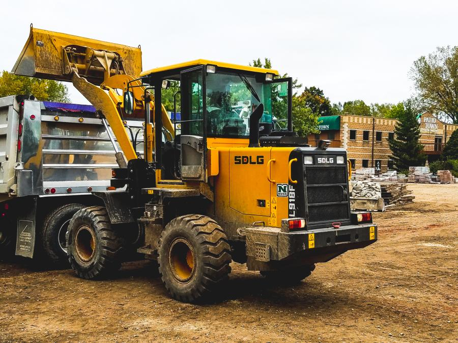 As one of the first companies to use SDLG's new L918F compact wheel loader, Patio Town is moving aggregate and mulch, as well as loading and unloading materials from vehicles.