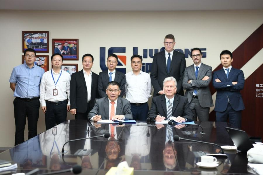 Chairman Zeng Guang'an of LiuGong Group presided over a BOD meeting at Liuzhou ZF Machinery Co., Ltd (LZZF), a JV of Guangxi Liugong Machinery Co. and ZF Friedrichshafen AG, in which the 2 sides signed an agreement to confirm the manufacture of a new generation transmission of the BP230.