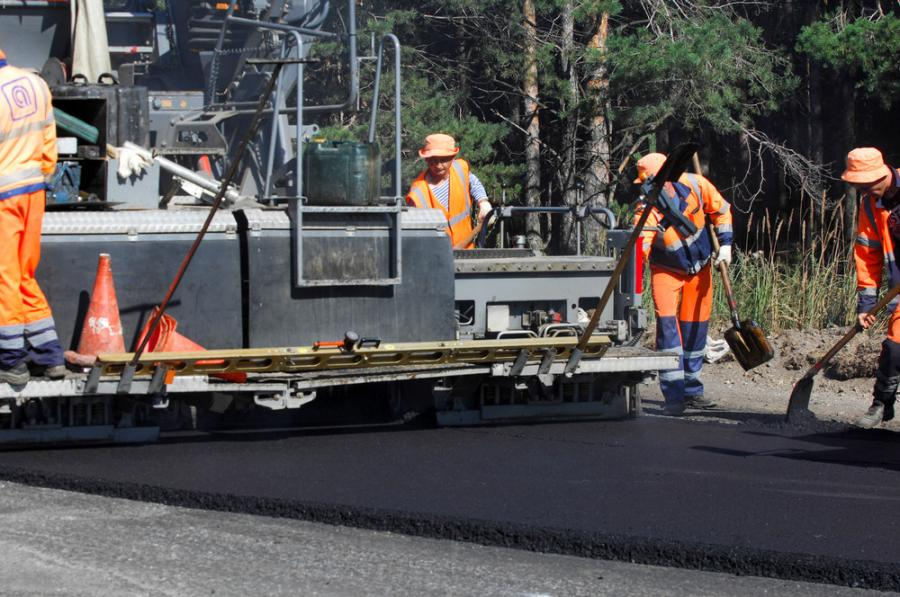 Paving has started on Interstate 205 between Johnson Creek Boulevard and the Glenn Jackson Bridge.