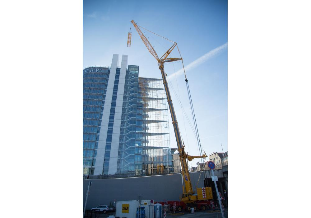 Bietigheim-Bissingen-based crane service provider Wiesbauer had to erect a 295 ft. (90-m)-tall top-slewing tower crane for construction company STRABAG-Züblin and STRABAG-BMTI.