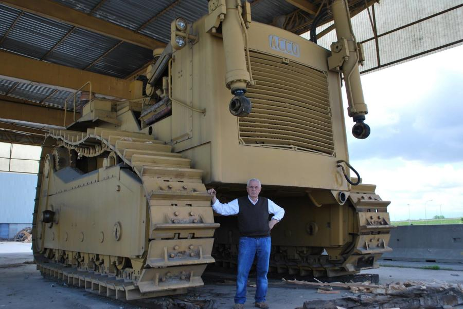 Two Monster Machines — The ACCO Super Dozer, Motorgrader