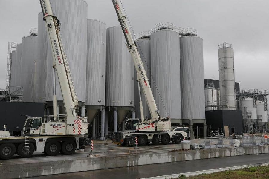 The lifting contractor had a number of options at its disposal, but ultimately decided that a tandem lift using a Demag AC 160-5 and AC 100-4 all terrain cranes offered the most efficient and cost-effective solution for the customer.