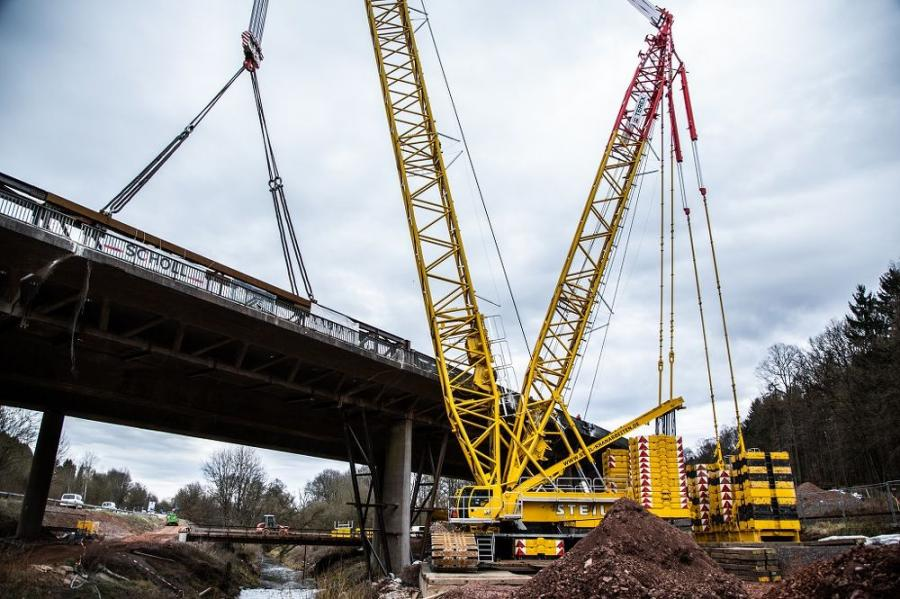 Steil Kranarbeiten, a crane operating company from Trier, considered its CC 3800-1 crawler crane the best choice in the demolition of the old Illtal motorway bridge on the A1 at Eppelborn in Germany.