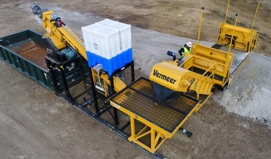 The Vermeer FL243 solidification mixer and ST2000 slat tank connect to a conveyor to get the job done.