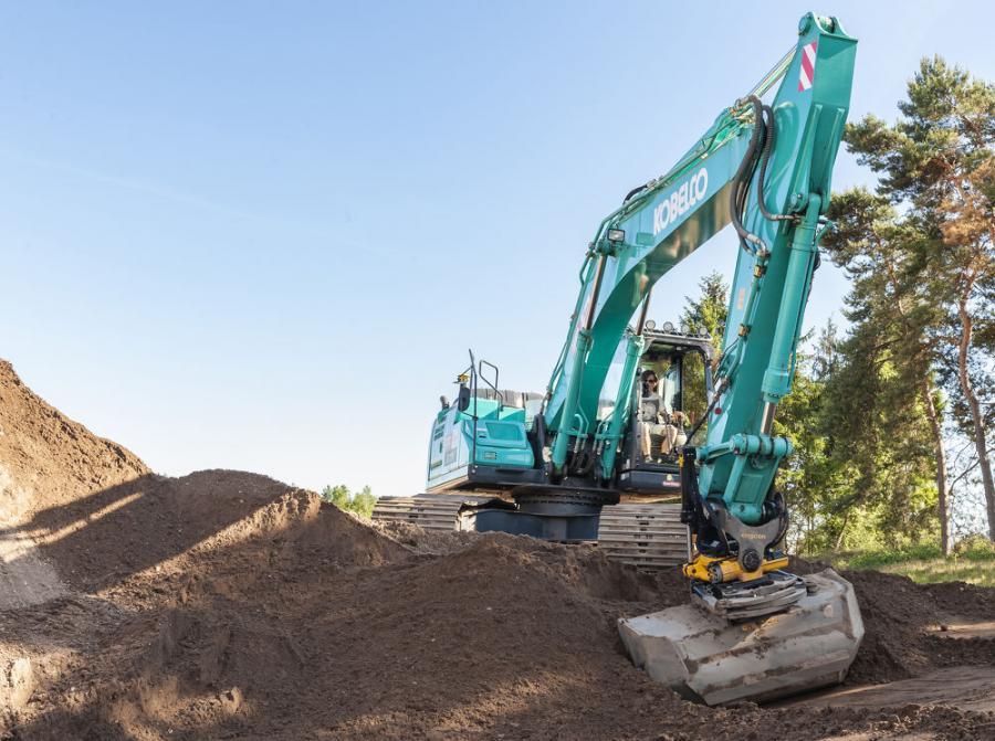Engcon has joined with Kobelco Construction Machinery and Leica Geosystems to develop a unique feature that provides automatic tilt function for the tiltrotator, in combination with an automatic stick, boom and bucket function.