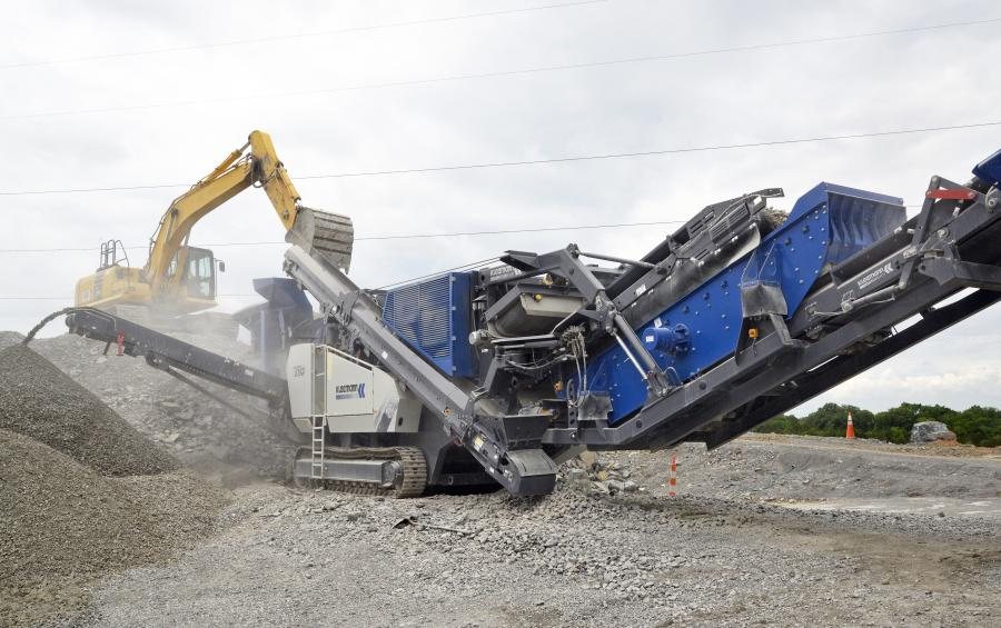 The Mobirex MR 110 Zi S EVO2 mobile impact crusher has a conveyor-mounted screen.
