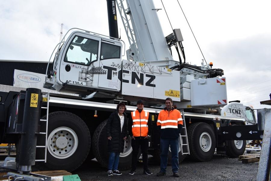 (L-R) are Kirsten Davidson (national sales manager, Titan Equipment), Dave Norriss (project coordinator, Tower Cranes New Zealand) and Chris Irvine (product support technician, Terex Cranes).