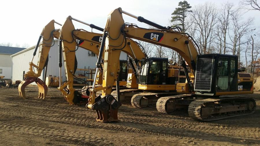 Specialty Rentals & Attachments' expansive excavator fleet can, in addition to High Rail, run the following products: shears, grapples, rotating grapples, concrete pulverizers, universal processors, augers, magnets, clamshell buckets, vibratory side grip hammers and grinding heads.