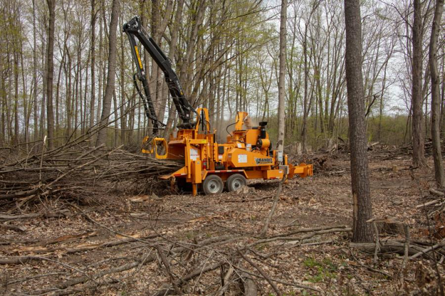 Rated as a 21 inch capacity chipper, the 21XP is the largest hand-fed chipper in Bandit's fleet.