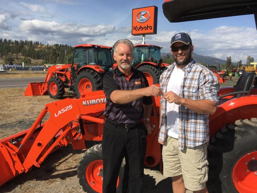 Jeff Evans, Regional Sales Manager, Kubota Tractor Corporation with Dan Wallace, U.S. Air Force Veteran and Geared to Give Recipient for the Western Division.