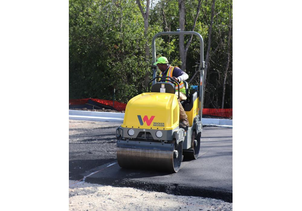 The RD12 vibratory roller series is available with a gasoline or diesel engine option. Both units provide the same drum size, 34.5 in. (87.6 cm), and front drum dynamic centrifugal force of 3,400 lbs. that has become the industry standard for rollers in this class.