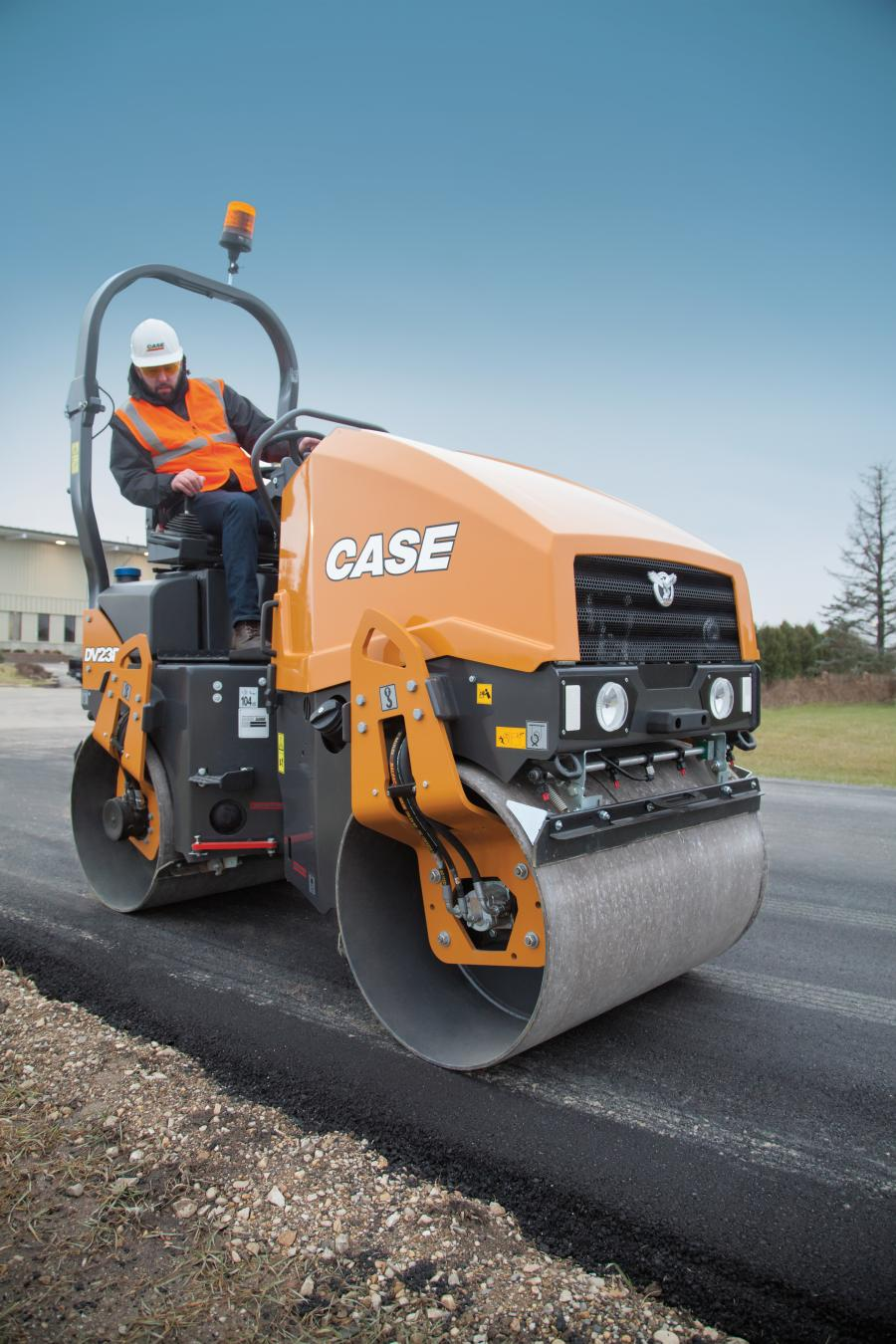 Designed with a high curb clearance, no overhangs and a narrow drum width of 37 in. (94 cm), these compact DV Series rollers are ideal for walkways, residential driveways, bike paths, tennis courts, small parking lots and other small- to mid-size compaction applications.