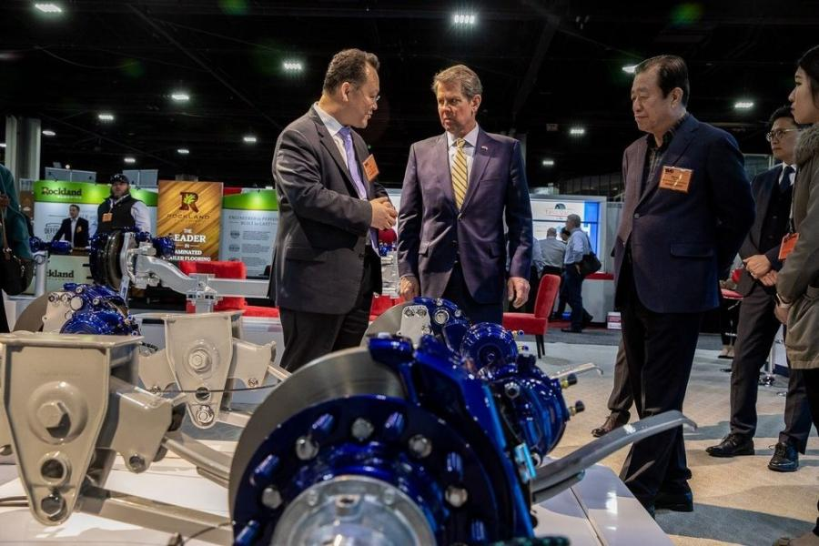 Gov. Brian Kemp (C) stops by Sangsin's booth at the Technology & Maintenance Council Annual Meeting & Transportation Technology Exhibition.