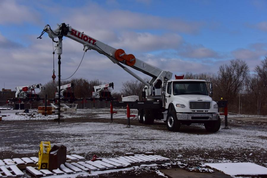 Mounted on a tandem axle chassis, the D86 Digger Derrick boasts an 86-ft. (26 m) sheave height, 20,000 foot-pounds of torque, and a 41-ft. (12.5 m) digging radius.