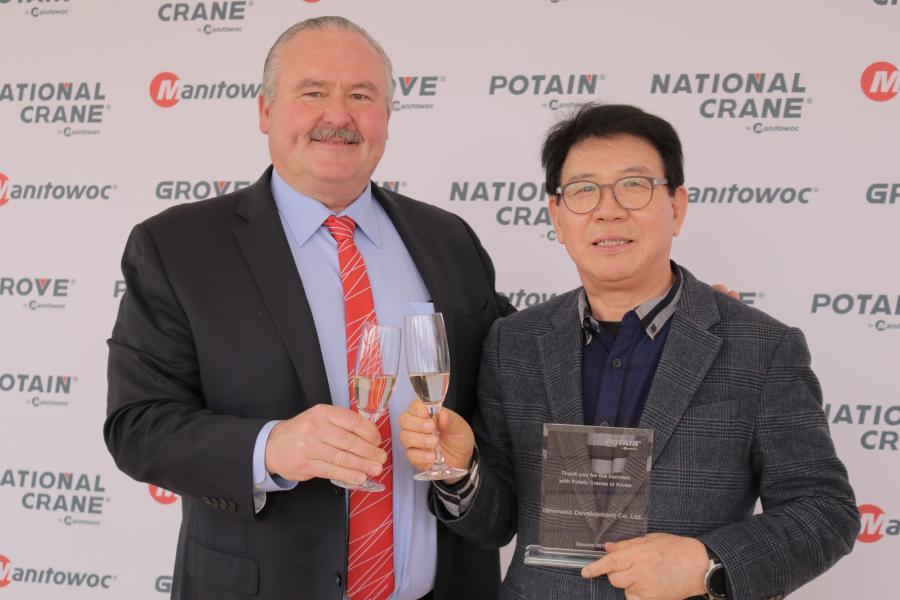 Barry Pennypacker (L), Manitowoc Cranes, and I.H. Kim, Shinwoo Development Co.
