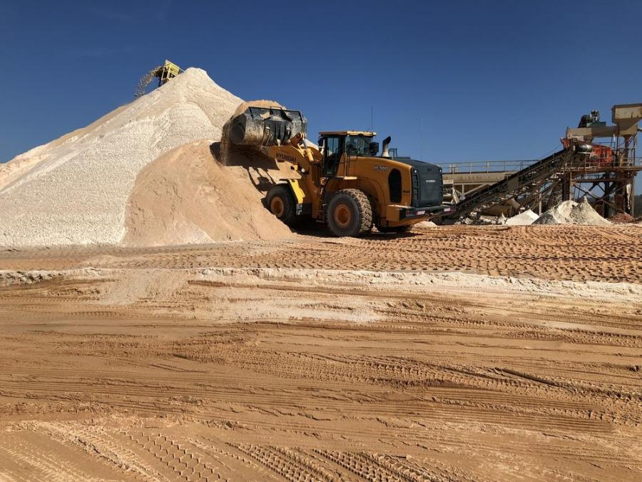 Atomic Sand's Hyundai HL980 wheel loader, procured from May/RHI, scoops up a bucketful of raw material.