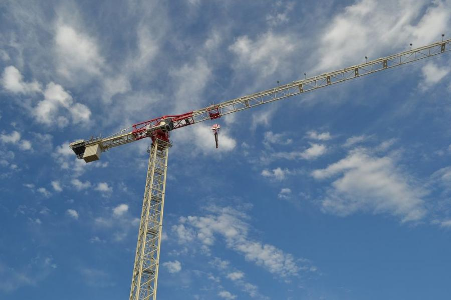 Cropac's new flat top towers range from 6.6 to 22 ton (6 to 20 t) in capacity, and feature an ergonomic cab to help crane operators work efficiently.