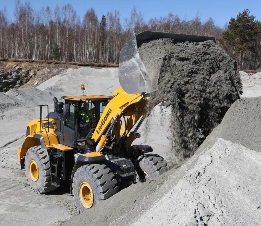 """With an operating weight just over 54,000 lbs. (24,493 kg) and a bucket size of 5.5 cu. yds. (4.2 cu m), the 877H is positioned to fill the needs of the most common """"rock and dirt"""" bucket applications, including in the aggregate industry."""