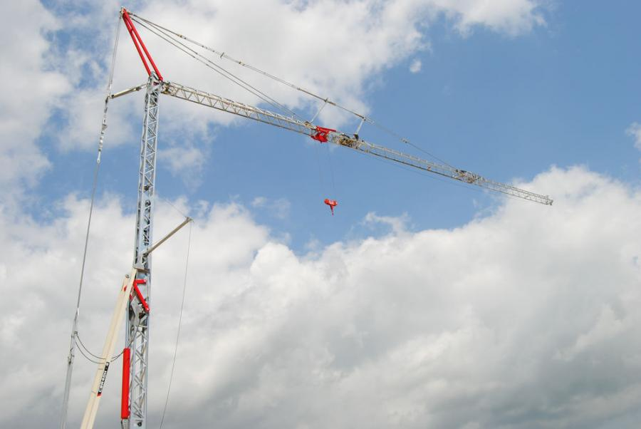 The CBR 40H crane offers a maximum jib length of 131.2 ft. (40 m) and a maximum 4.4-ton (4-t) capacity. Its lift capacity of 1.1 tons (1 t) at maximum jib length makes it ideal for lifting building materials throughout the job site.