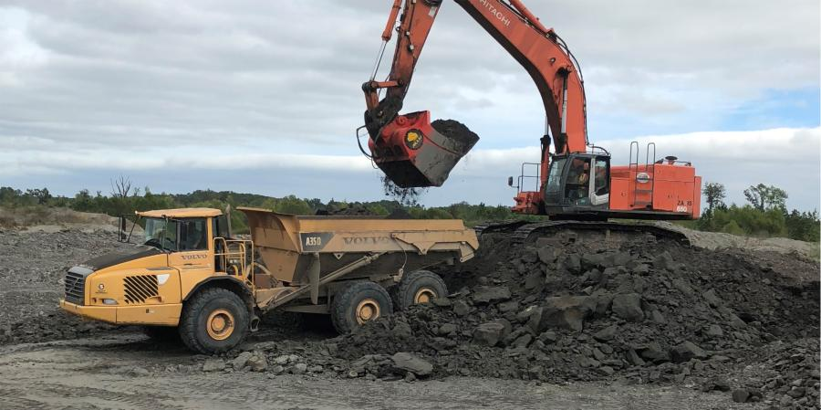 The mine-duty M-Series screener-crusher attachment from ALLU is used with a Hitachi 650 excavator in order to crush mined clay down to 4-in-minus and simultaneously load haul trucks.