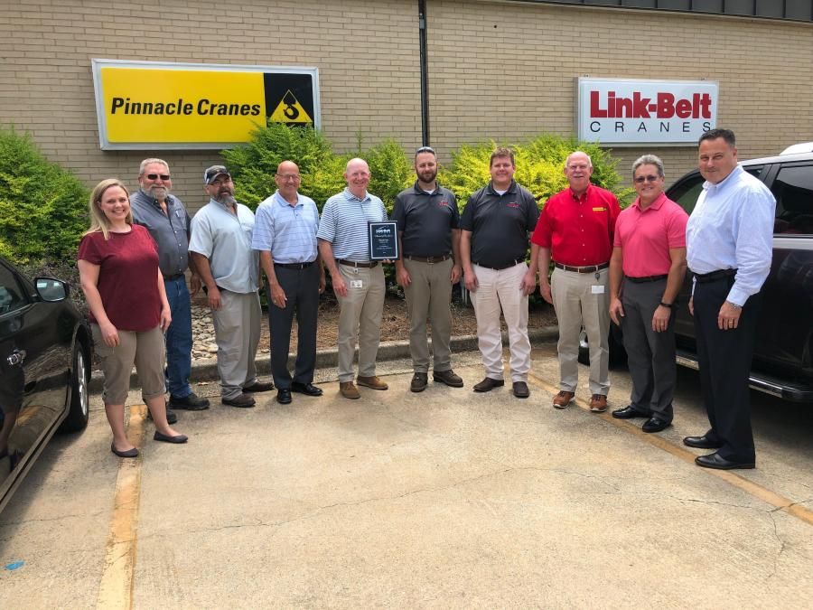 (L-R): Jenny Pratt, Mark Baker, Joe Staton, John Dozier, Patrick Leatherwood, Jason Pearsall, Al Kobak and Jim Mackinson of Pinnacle Cranes with Kirk Erlinger and Mike Ogle of Link-Belt.
