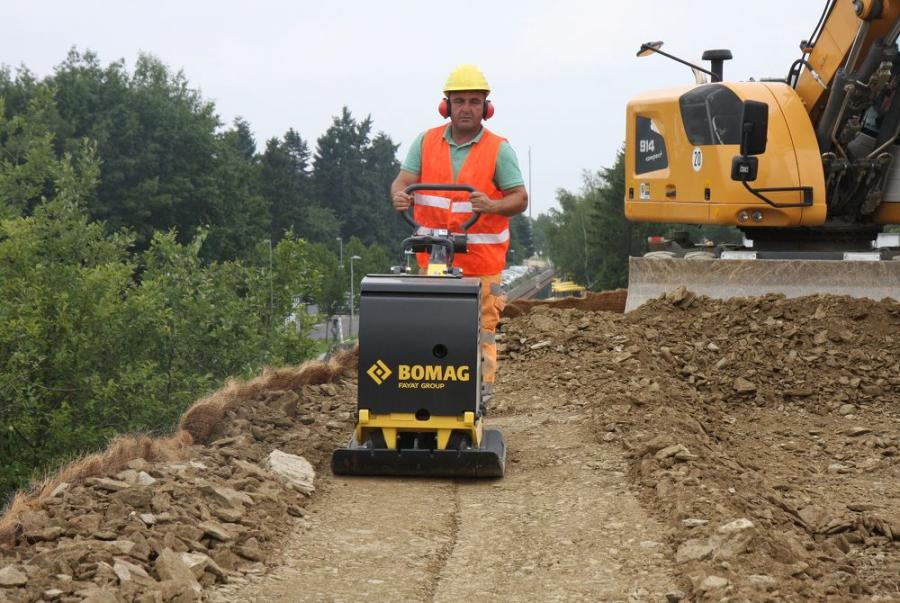 An economical alternative to diesel units, the BPR 60/65 delivers an average fuel consumption of less than 1 gal/hr (3.8 l/hr) and offers the convenience of gas on job sites where diesel fuel is not easily accessible.
