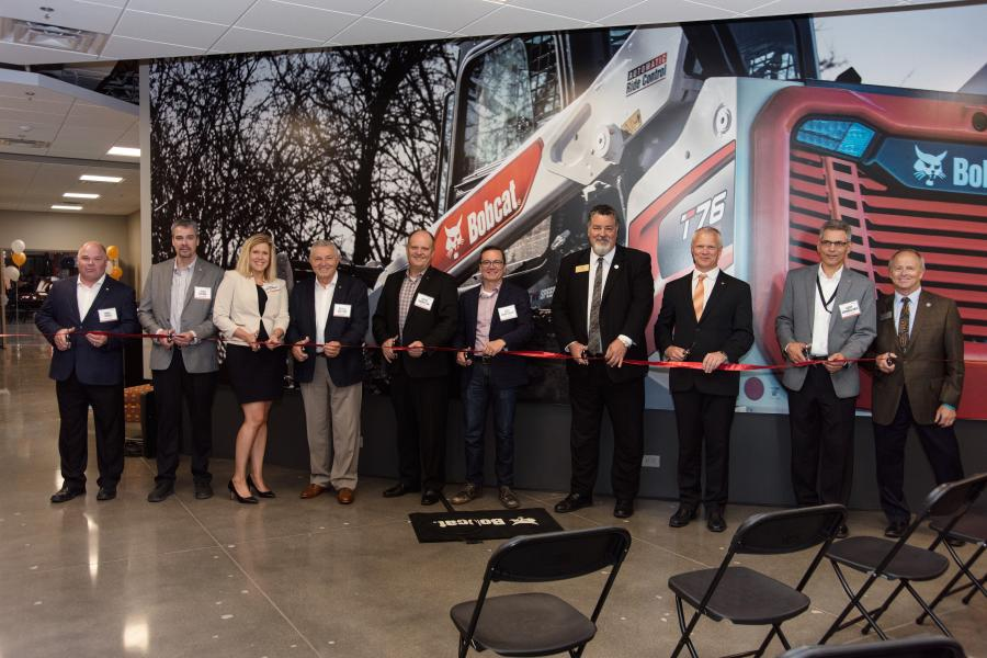 Distinguished members of the Aurora community joined Doosan Bobcat North America executives for a ribbon cutting ceremony, executive remarks and an interactive tour of the facility. 