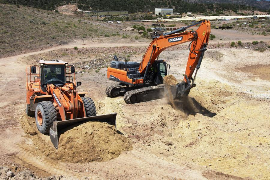 Native Environmental operated a Doosan DX350LC-5 excavator and a Doosan DL420-3 wheel loader in combination at a mine site near Miami, Ariz.