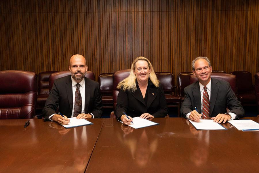 Principal Deputy Assistant Secretary Loren Sweatt, USDOL-OSHA (C), NWRA President and CEO Darrell Smith (L) and SWANA Executive Director and CEO David Biderman at the Alliance signing ceremony on Sept. 27, 2019.