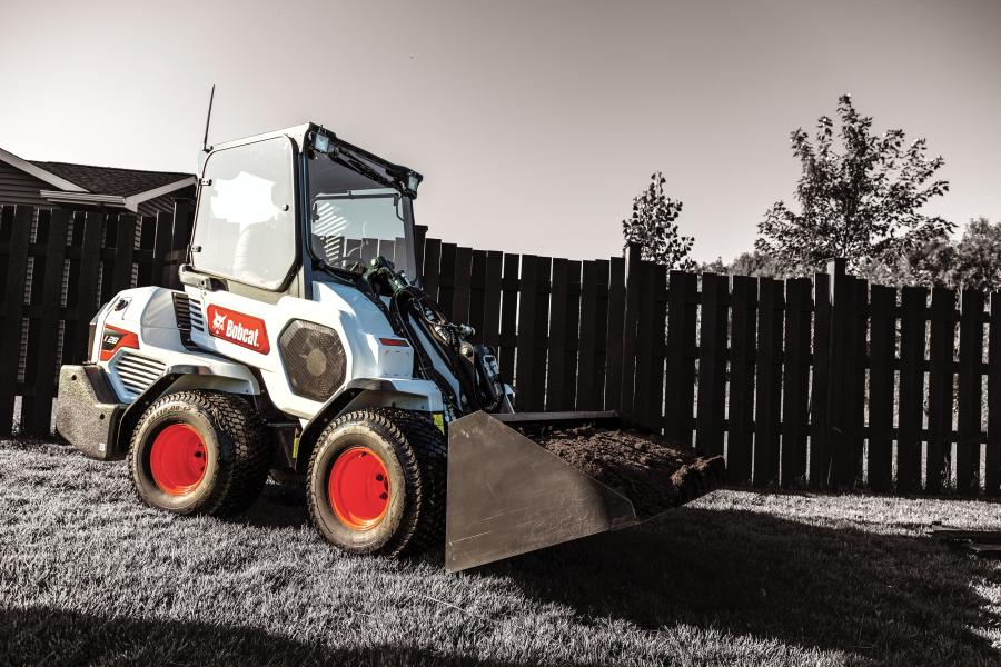 Bobcat small articulated loaders can lift and handle heavy loads for their size, giving customers excellent lifting capacity in a compact machine.