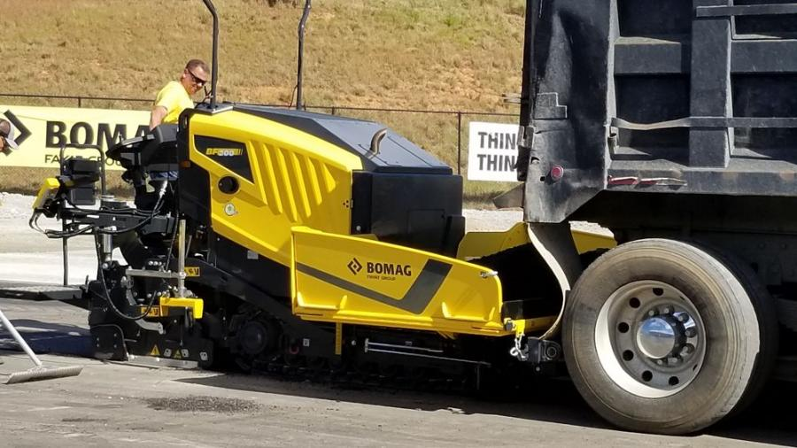 At just 13,228 lb. (6,000 kg) operating weight and 51 in. (129.5 cm) transport width, this compact and nimble paver can be transported to job sites on a trailer.