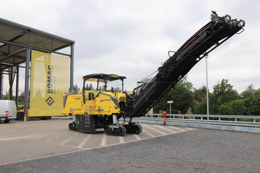 The BM 2200/60 offers an 86.3-in. (220-cm) cutting width and features Bomag's BMS 15 milling tooth holder system for increased milling productivity and extended service life.