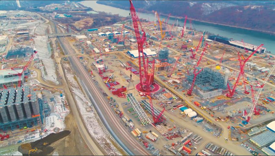 The Mammoet PTC 200 DS can lift 2,000 tons at one time.