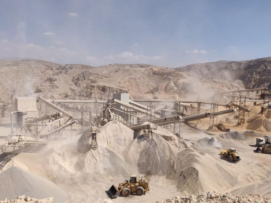 The recently installed Terex MPS 1200TPH plant in Ras Al Khaimah is supporting the production of steel-grade limestone for JSW Cement FZE.
