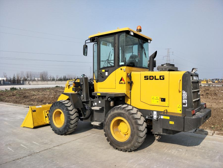 The L918F compact wheel loader is an economical compact loader option ideal for any small landscaping, bulk and material handling, or snow removal job.