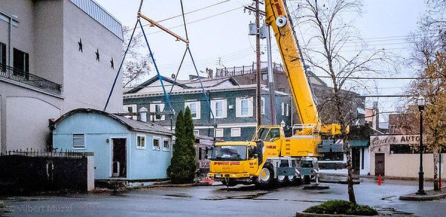A Grove GMK5150L hoisting the Diner in Milford, Conn.