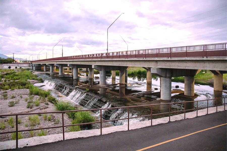 Sundt Construction was recognized for its reconstruction of the interchange at Ina Road as a precast concrete bridge overpass to I-10. (Sundt Construction photo)