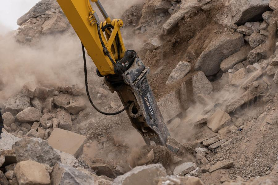 Manufactured by Montabert, branded Komatsu, these hydraulic breakers are designed and tested to fit Komatsu excavators from the PCMR30-5 up to the PC800LC-8, without modification.