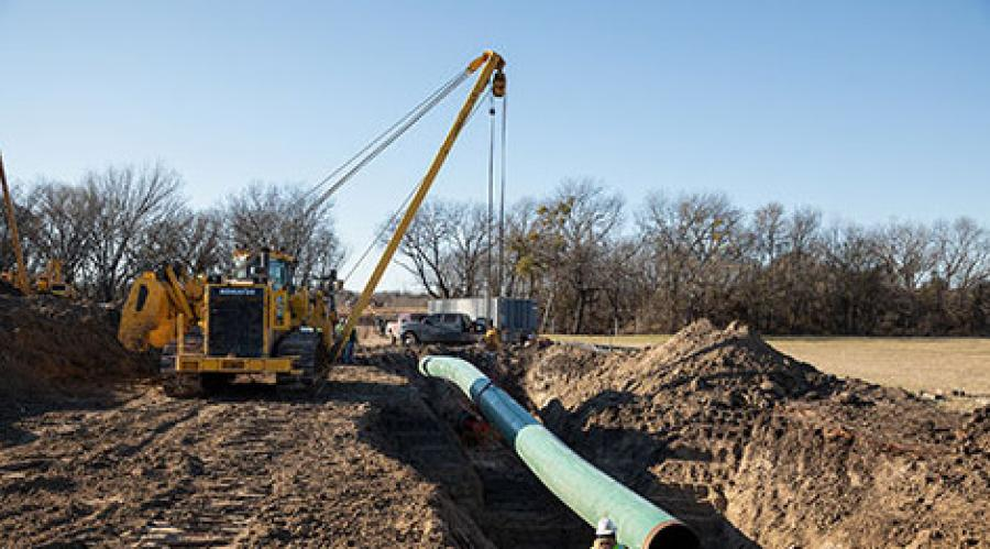 With long 12 ft. 10 in.  (3.9 m) track on ground, the D155CX-8 improves stability for pipeline work, especially when working on adverse grades.