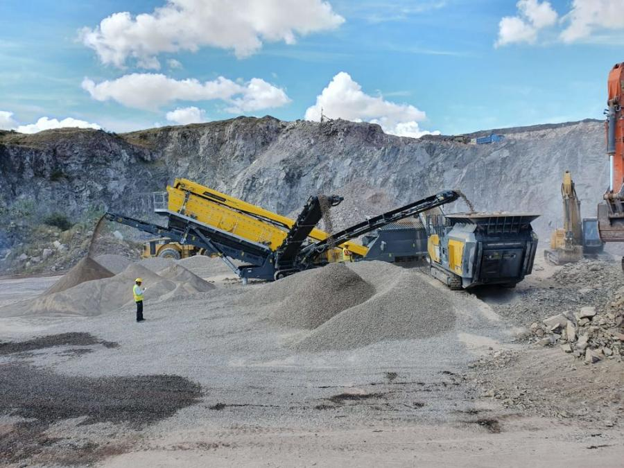 The RM 120GO! mobile impact crusher in combination with the RM MSC8500M incline screen.