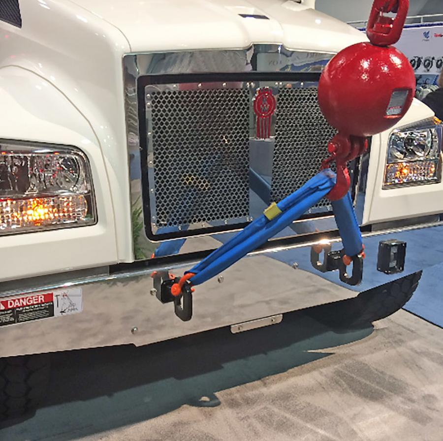 The fixed grille is an excellent option for truck operators who use the Kenworth T880S as snowplows, cranes, vacuum trucks or other applications that require equipment mounted in front of the hood.