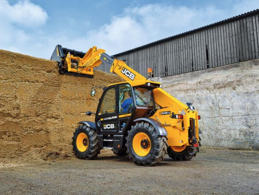 The new JCB Series III agricultural telehandlers feature an all new, next generation cab designed specifically to meet the needs of the agricultural customer.