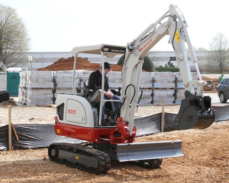 The TB225 has operating weight of 4,993 lbs. (2,264 kg), a dig depth of 8 ft. 5.5 in. (2.6 m), maximum reach of 14 ft. 4.2 in. (4.3 m), and a bucket breakout force of 4,339 lbs.