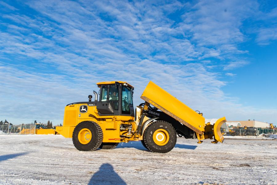 Brandt helps operators make the most of wheel loader maneuverability with its new range of purpose-built masted and mastless snow wings and front snow plows.