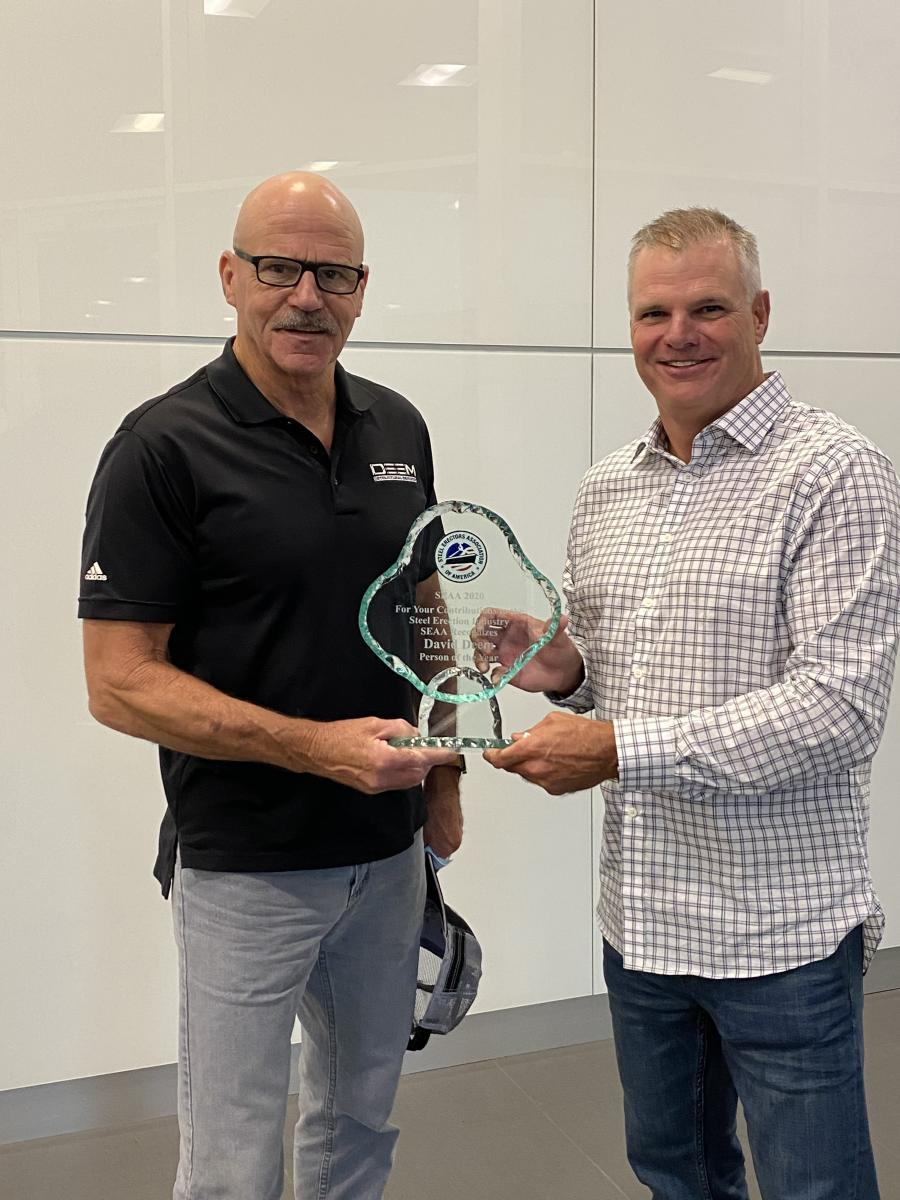 David Deem (L), of Deem Structural Services, receives the Person of the Year award from SEAA President Geoff Kress.