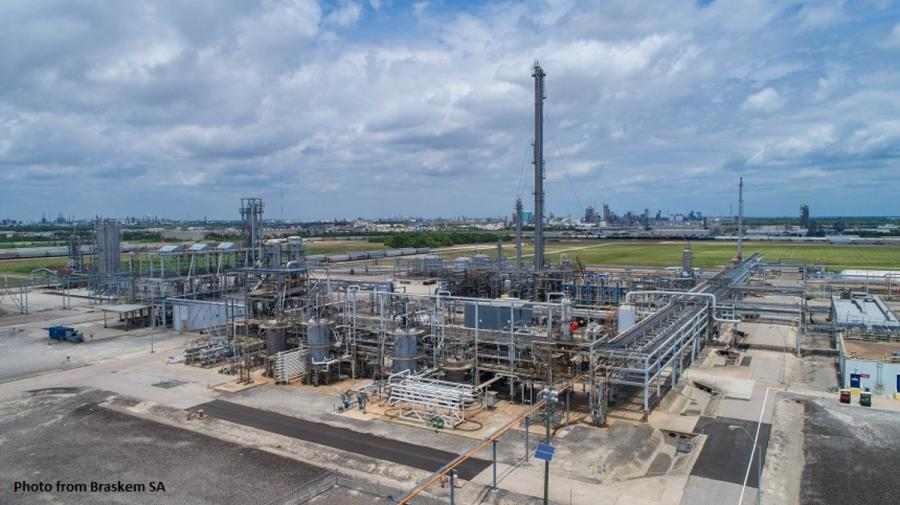 The construction of the facility positively affected the economy in the Texas Gulf Coast region, which employed approximately 1,300 development and construction  workers to build the facility.