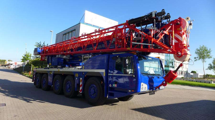 The AC 160-5 was delivered with a configuration featuring a hydraulically offsettable double folding swing-away jib.