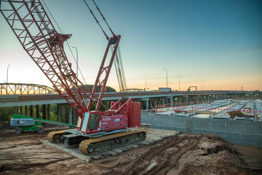 Manitowoc cranes have been essential to the project. This crane, the 2250 crawler, deployed at a high point on the project, shows the scope of the major work taking place on the massive construction site.